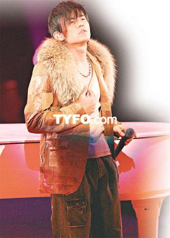 周杰伦2004无与伦比演唱会 -蓟县时尚生活图片