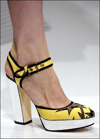 新品:miu miu女鞋 极简线条感