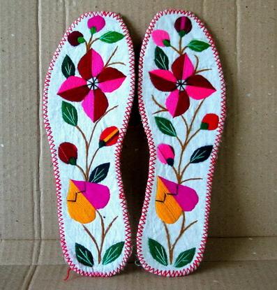 鞋垫图案自然古朴,美观大方,吉祥喜气.不怕水洗,经久耐用.
