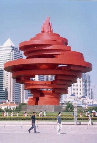 """青岛五四广场雕塑""""五月的风"""