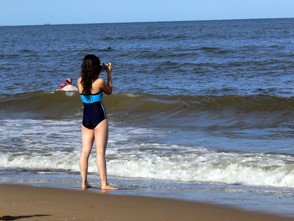 董宝瑞:靓丽黄金海岸秀美海滩的泳装mm组照