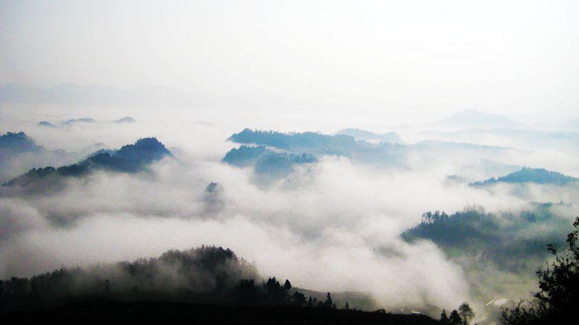 云雾缭绕如仙境