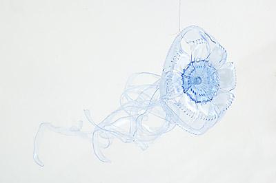 网友贴图:矿泉水瓶做成的绝美画面[组图]