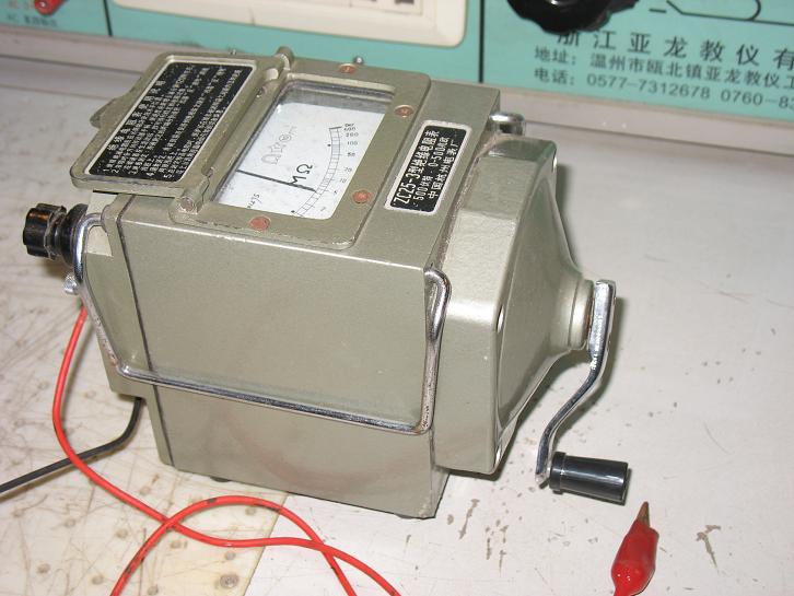 用摇表的两接线柱e和l分别接电动机的两相绕组