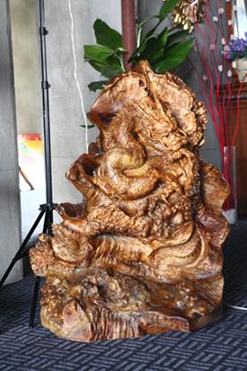 缅甸黄金樟木龙雕刻