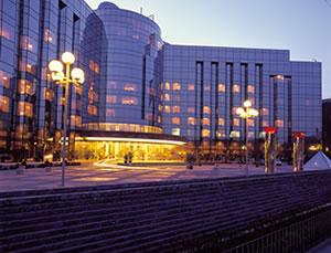 扬州香格里拉大酒店原本与苏州香格里拉一样,要建设56层的;
