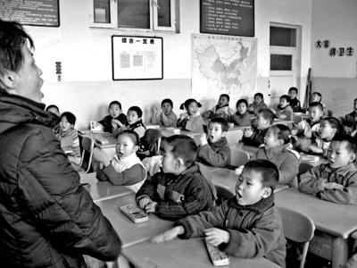 """察布查尔县形成独特""""双语""""教学"""