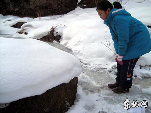 """众多游客在宾县香炉山风景区亲自体验了东北独一无二的""""冰川雪谷""""穿越"""
