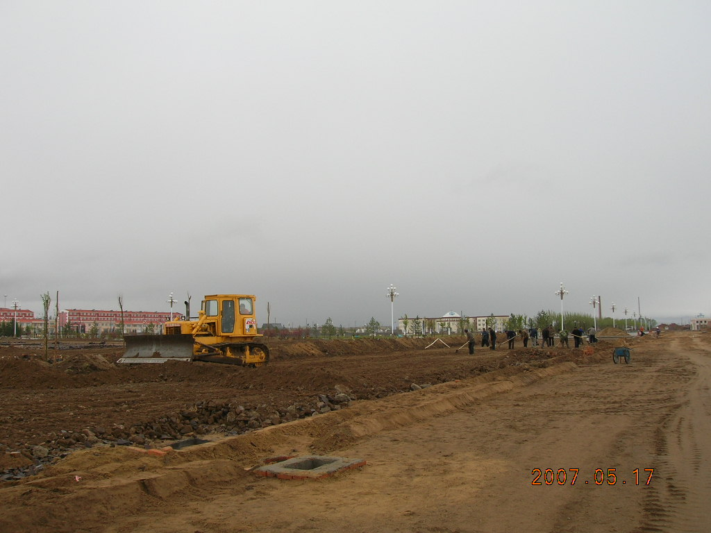 防风林带建设;16户住房室内装修已完成墙面沙灰和