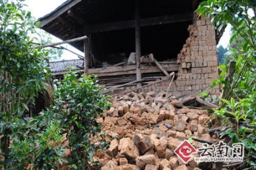 云南4.9级地震致10万人受灾19人受伤(组图)
