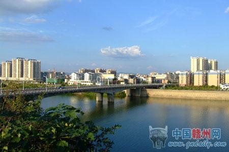 赣南假日酒店,污水处理厂,飞龙岛大桥,章江大桥等重大项目进展顺利