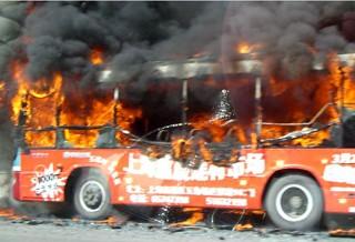 警方称上海公汽火灾系乘客携易燃物品上车导致