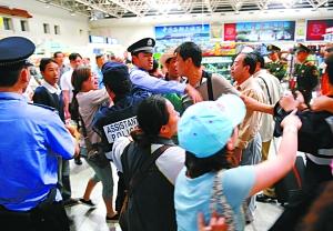 昆明机场冲突事件续:工作人员脏话激怒乘客