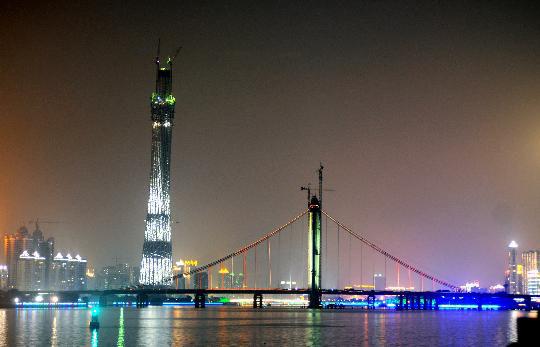 世界第一高塔广州新电视塔主塔体封顶
