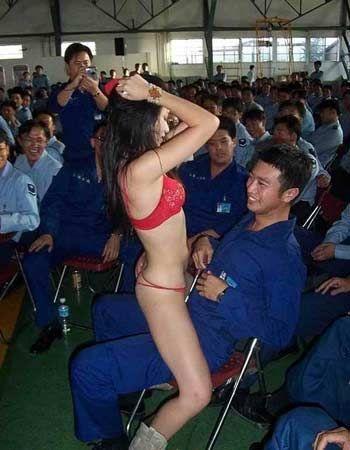 台军长官带部下看脱衣舞 部下揭露被批泄密(组图)