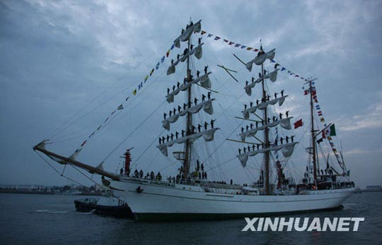参加多国海军活动的第一艘外国军舰抵达青岛