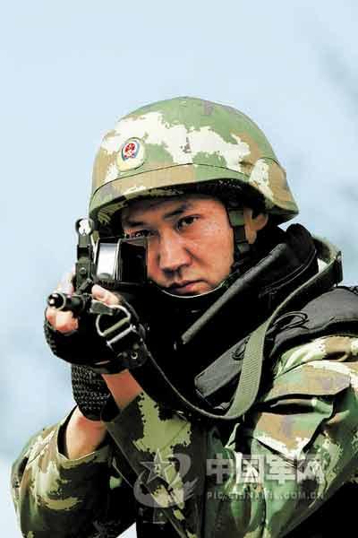 中国特警以100环打靶成绩击败法国黑豹突击队员