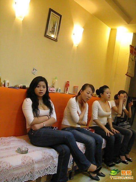 ktv喝醉的美女::三陪女人陪客过程::水床18式服务