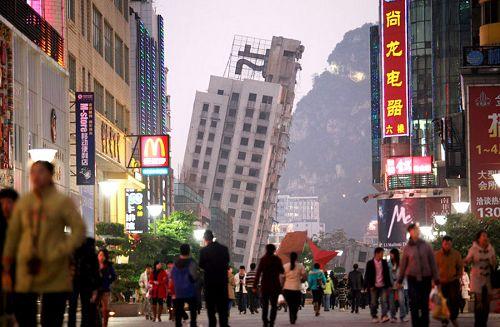 广西高楼爆破拆除失败一半倒一半立