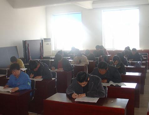 绥滨县电业局以人为本全面提高企业员工的业务和技术水平 第十一期 ->
