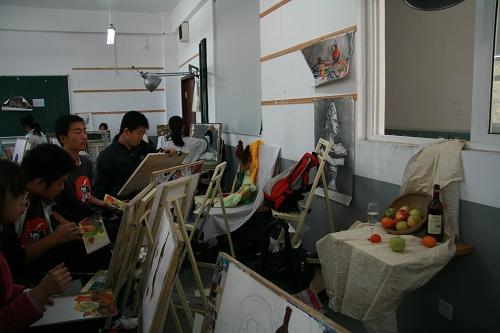 喀左县七色光美术教室图片